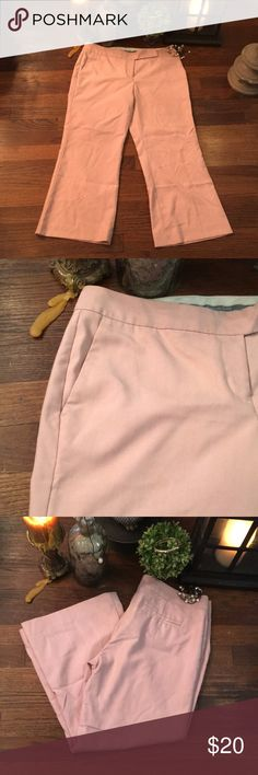 NWOT Express Women's Pink Flare Capri Pants Flat Front - Pockets in back & side pockets - great for work or a night out Express Pants Capris