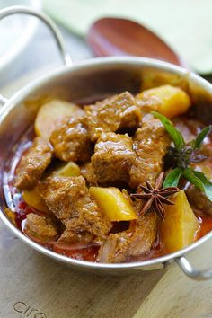 Beef Massaman Curry - crazy delicious Thai beef massaman curry. Learn how to make massaman curry with this easy and fail-proof recipe | rasamalaysia.com Curry Recipes, Meat Recipes, Indian Food Recipes, Asian Recipes, Chicken Recipes, Cooking Recipes, Meat Meals, Beef Massaman Curry, Beef Curry