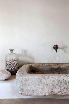 Stone Bathroom Sink, Bathroom Sink Design, Bathroom Pink, Bathroom Cabinets, Bath Design, Bathroom Designs, Bathroom Interior, Casa San Sebastian, Kitchen Decorating