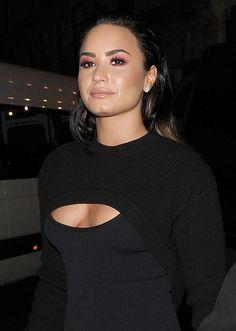 The Ultimate Goddess Demi Lovato Cuerpo Demi Lovato, Demi Lovato Style, Demi Love, Demi Lovato Pictures, Concert Fashion, Debby Ryan, Most Beautiful Women, Role Models, Foto E Video