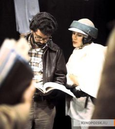 George Lucas and Carrie Fisher Star Wars Behind the scenes Star Wars I, Leia Star Wars, Images Star Wars, Star Wars Pictures, Saga, Happy Birthday George, Carrie Frances Fisher, Donald Glover, The Old Republic