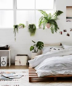 Simple and Modern Tips: Minimalist Home Diy Bedroom Designs minimalist bedroom design pictures.Minimalist Bedroom Design Pictures minimalist home white simple bedrooms. White Bedroom Decor, Bedroom Bed, Bedroom Ideas, Boho Bedrooms Ideas, White Bedrooms, Bohemian Style Bedrooms, Scandinavian Bedroom, Stylish Bedroom, Minimalist Home
