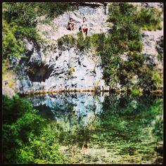 Poza azul de #Covanera, #Burgos. Complejo de lagunas y cuevas subterráneas. Increíble!