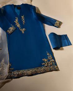 Fancy Dress Design, Stylish Dress Designs, Dress Neck Designs, Stylish Dresses, Casual Dresses, Casual Outfits, Girl Outfits, Elegant Dresses, Pakistani Formal Dresses