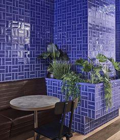 Image 14 of 25 from gallery of Foodhallen Den Haag Foodcourt / Studio Modijefsky. Photograph by Maarten Willemstein Pub Design, Restaurant Design, The Hague, Outdoor Furniture Sets, Outdoor Decor, Luxury Shop, Cool Designs, Indoor, Studio