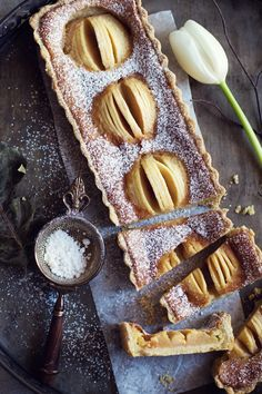 Apple tart with custard