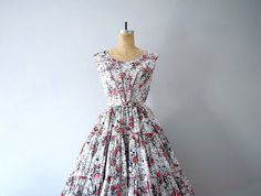 1950s vintage dress . 50s coral print dress by BlueFennel on Etsy https://www.etsy.com/listing/196805453/1950s-vintage-dress-50s-coral-print