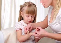 Understanding Some of The Most Basic First Aid Procedures For Children Home Remedies For Warts, Health Guru, Health Class, Health Trends, Health Fitness, Fitness Tips, Health Tips, Health Motivation, Training Exercises