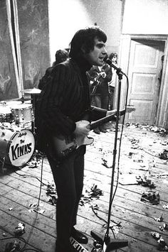 I really love this shot of Ray Davies.  Love that guy so much!
