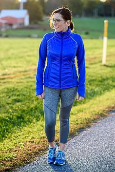 Winter Running Tips and my favorite cold weather running gear! Today I'm sharing my best winter running tips including the gear you'll want to have if you're trying to stay active in a colder climate. Cold Weather Running Gear, Winter Running Shoes, Trail Running Shoes, Sport Fashion, Fashion Outfits, Men's Fashion, Fitness Motivation, Motivation Quotes, Sport Chic