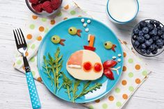 Funny sandwich with cheese in a shape of submarine and fishes, meal for kids idea , Diy Becher, Blue Icing, Homemade Popsicles, Yogurt Parfait, Pizza Party, Candy Making, Pediatrics, Fish Recipes, Spice Things Up