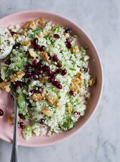 Super sund salat - in Danish - cauliflower 4 stalks spring onions 1 handful flat-leaf parsley 1 pomegranate 3 tablespoons walnuts approx. soft goat's cheese 1 tablespoon olive oil 1 tablespoon lemon juice salt and pepper Easy Salad Recipes, Easy Salads, Veggie Recipes, Healthy Recipes, Cottage Cheese Salad, Cauliflower Salad, Food Club, Dinner Salads, A Food