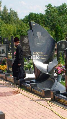 Эксклюзивные памятники из гранита - изготовление надгробных памятников в ДКК