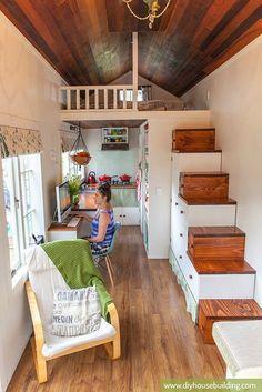 Una idea genial para pequeños espacios: poner la cama en alto.