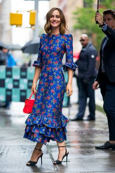 Leighton Meester luce un look muy Blair Waldorf- ElleSpain Source by annitheresa Floral Dresses Gossip Girl Outfits, Gossip Girl Fashion, Look Fashion, Red Fashion, Gossip Girl Style, Paris Fashion, Gossip Girl Dresses, Gossip Girl Blair, Fashion Beauty