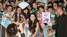 Actress Fan Bingbing poses for photos with fans at the South-east Asia premiere of X-Men: Days Of Future Past in Singapore on May 14, 2014. http://www.straitstimes.com/lifestyle Photo: Desmond Wee/The Straits Times