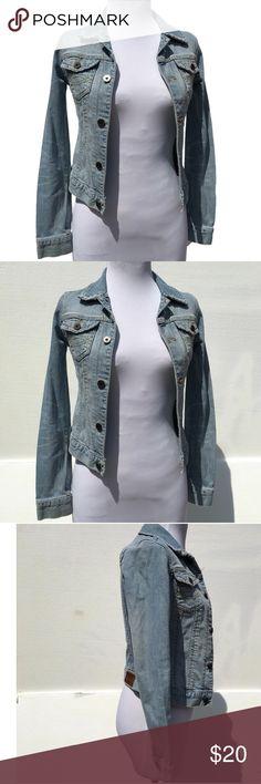 "Abercrombie Vintage denim Medium Jacket Women's Abercrombie Vintage denim Medium Jacket Women's 15"" arm pit to arm pit. 19"" length. No tears no pilling no stains! Abercrombie & Fitch Jackets & Coats Jean Jackets"