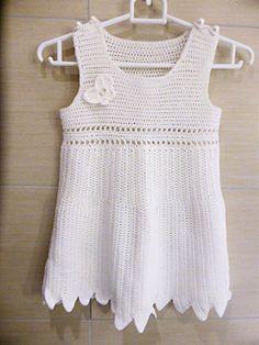Kjolen er heklet i Mandarin Petit.
