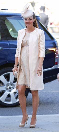 Pin for Later: Kate und ihre unglaubliche Kleidersammlung in den schönsten Farben Kate Middleton beim Thronjubiläum der Königin, 2013
