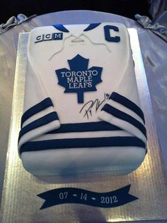 This would be a cool cake but it would need to be a St. Louis Blues jersey.
