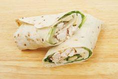 Veja como preparar wrap de frango com abacaxi grelhado, uma refeição completa, ideal para o almoço ou jantar ou até para levar na marmita. Confira.