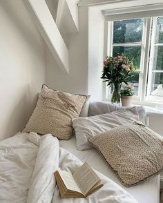 white and beige bedroom decor ideas Room Ideas Bedroom, Bedroom Decor, Bedroom Inspo, Decor Room, Uni Room, Aesthetic Room Decor, Beige Aesthetic, Dream Rooms, My New Room
