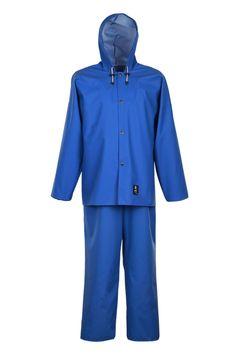 WASSERSCHUTZKLEIDUNG Modell: 101/001 Die Kleidung besteht aus der Jacke mit Druckknöpfen mit Kapuze und der Latzhose mit regulierbaren Hosenträgern mit dem elastischen, weitem Gummiband hinten. Dieses Modell wird aus dem wasserdichten Stoff Plavitex gefertigt und kommt immer bei schlechten Wetterbedingungen zum Einsatz. Es gewährleistet einen wirksamen Schutz gegen Wind und Regen. Die Technik des beidseitigen Pressschweißen erhöht wesentlich die Widerstandsfähigkeit der Nähte.