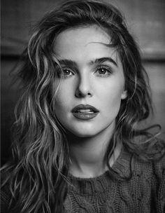 Zoey Deutch – Photoshoot for Vanity Fair Italia Lily Collins Hair, Xavier Samuel, Rose Hathaway, Photographie Portrait Inspiration, Zoey Deutch, Portraits, Celebs, Celebrities, Celebrity Hairstyles