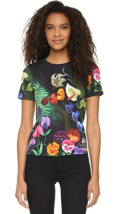 A collaboration between Marc by Marc Jacobs and Disney®. This jersey tee features a vivid garden scene print inspired by Alice in Wonderland.