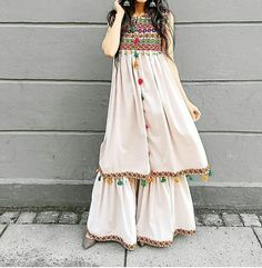 Indian fashion has changed with each passing era. The Indian fashion industry is rising by leaps and bounds, and every month one witnesses some new trend o Stylish Dresses, Simple Dresses, Beautiful Dresses, Casual Dresses, Fashion Dresses, Pakistani Dress Design, Pakistani Outfits, Indian Outfits, Indian Designer Outfits