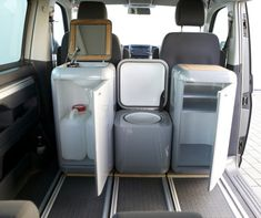 Travel ~ The BuddyBox represents a smaller, more flexible modular van conversion option. Not only can BuddyBoxes convert your van into a full camper, they can make it a tailgating party wagon, a picnic in the park, a sports support vehicle and more. Mini Camper, Vw Camper, Camper Trailers, Minivan Camping, Truck Camping, Camping Store, Camping Cabins, Camping Gear, Outdoor Camping