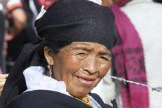 Donna al mercato di Otavalo