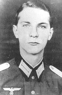 'Ewald-Heinrich von Kleist-Schmenzin, who died in Munich on March 8, 2013 at the age of 90, was the last surviving member of the plot to kill Adolf Hitler on July 20, 1944. As a young German officer of 22, Kleist volunteered to carry a vest bomb near Hitl http://www.99wtf.net/category/men/