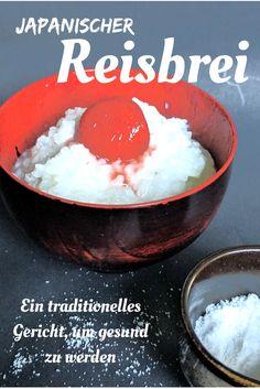 Dieses Gericht wird häufig gemacht, wenn es darum geht, etwas sehr magenverträgliches zu essen. Ein Teil Reis wird mit mindestens 5 Teilen Wasser gekocht bis er ganz weich breiig geworden ist. Der Reis saugt sich mit dem gesamten Wasser voll. Gegessen wird es entweder mit viel Salz oder gesalzenen, eingelegten Pflaumen. Damit ist der Reisbrei auch perfekt für einen angeschlagenen Elektrolythaushalt.