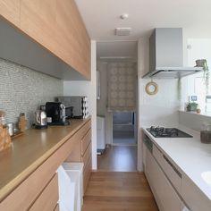 シンプルが好き/名古屋モザイク/シンプルナチュラル/観葉植物のある暮らし/住友林業…などのインテリア実例 - 2017-06-28 16:51:29 | RoomClip(ルームクリップ) Japanese Kitchen, Japanese House, Kitchen Dining, Kitchen Cabinets, Simple House Design, My Dream Home, Interior Inspiration, Interior Decorating, Living Room