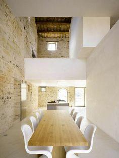 old Italian farmhouse with minimalist interiors .- altes italienisches Bauernhaus mit minimalistischem Interieur 300 Jahre 2018 – old Italian farmhouse with minimalist interior 300 years 2018 – one -