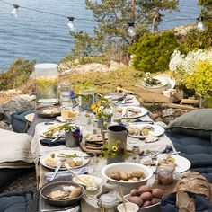 10 enkla knep som lyxar till festmiddagen utomhus | ELLE Summer Sky, Summer Vibes, Adele, Outdoor Dinner Parties, Swedish Recipes, Summer Aesthetic, Sweden, Seaside, Inspiration