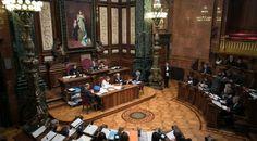 El pleno modifica el reglamento municipal para poder decidir los símbolos del Ayuntamiento. Una ley obliga a tener el busto del Rey