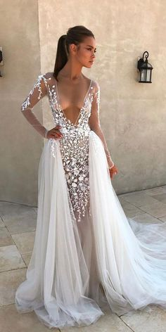Have you ever seen so many beautiful wedding dresses in one place? Here are the best bridal dresses from top most popular wedding dress designers USA. Look at these most beautiful wedding dresses of all time! Bohemian Wedding Dresses, Sexy Wedding Dresses, Colored Wedding Dresses, Sexy Dresses, Bridal Dresses, Vintage Dresses, Bridesmaid Dresses, Vintage Lace, Party Dresses