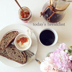 * 2016*5*8 * パンとCoffeeだけで 十分な朝。 @ke_kotiin keちゃんの 黒胡椒のパンで 幸せ気分₊(ˊᵕ͙ૣᴗᵕ͙ૣˋ)ˈ˚*.。oO * 大事にとって置いたけど 食べ切ってしまった。美味しかった。 * * #朝時間 #breakfast #bread #大谷哲也 #黒木泰等 #ケメックス #日々の暮らし #nisnap #kaumo #kurashiru #kurashirufood #food52 #foodpic #foodstagram #delistagrammer #LIN_stagrammer #tablephoto #tablestyling #tv_stilllife #onmytable #onthetableproject #IGersJP #ig_japan #vsco #vscocam #ig_photooftheday #mytablesituation #dailystagram #foodlover