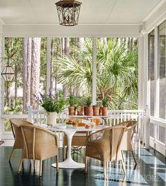 Mix and Chic: Inside an elegant and timelessly beautiful South Carolina home! Carolina Do Sul, South Carolina Homes, Sunroom Decorating, Interior Decorating, Interior Design, Decorating Ideas, Outdoor Spaces, Outdoor Living, Outdoor Decor