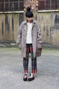 Style Bubble - Oversize coat, mix prints and brothel creepers.