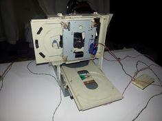 Como hacer una Mini Fresadora CNC con unidades de CD viejas - YouTube