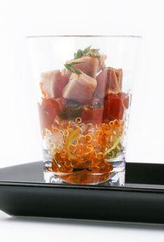 #aperitiusnadal #sauleda #catering Gotet de tonyina fresca i quinoa amb compota de tomàquet