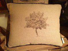 #Tree #Pillows #Home #Decor #Interior #Design #VivirBonito Visíta nuestra página www.juliana.mx