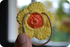 Crochet Embellishments Tutorial - describes how to create clustered embellishments and attach them securely to hardware such as hair clips, barrettes, hairbands, pin backs. - Crochet and Knit Love Crochet, Crochet For Kids, Crochet Baby, Knit Crochet, Beach Crochet, Crochet Hair Accessories, Crochet Hair Styles, Crochet Hair Clips, Crochet Flower Patterns