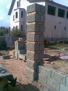 Забор из бессера Front Wall Design, House Fence Design, Door Gate Design, Concrete Block Walls, Cinder Block Walls, Concrete Steps, Garden Fence Panels, Front Yard Fence, Compound Wall Design