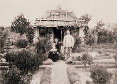 Colonial Australian house and garden. Wattle And Daub, Early Settler, Queenslander, Australian Homes, Its A Wonderful Life, World History, Victorian Era, Colonial, Gazebo