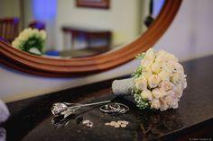Los complementos pueden marcar la diferencia en el look de una novia #complementos #accesorios #detalles #novia #look #moda #modanupcial #ramo #aretes #flores #boda #matrimonio #accesories #details #bride #fashion #bridalfashion #earings #bouquet #flowers  #wedding