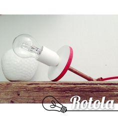 Rotola Lampada da appoggio, multistrato bianco con bordo verniciato, tubolare rame e cavo elettrico rivestito in tessuto rosso